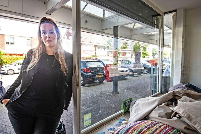 Jongerenregisseur Sanne de Wildt. 'Door corona is het allemaal ingestort.'  Beeld Guus Dubbelman / de Volkskrant