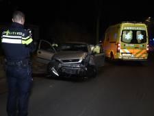 Beschonken bestuurder (35) rijdt lantaarnpaal uit de grond in Boekel