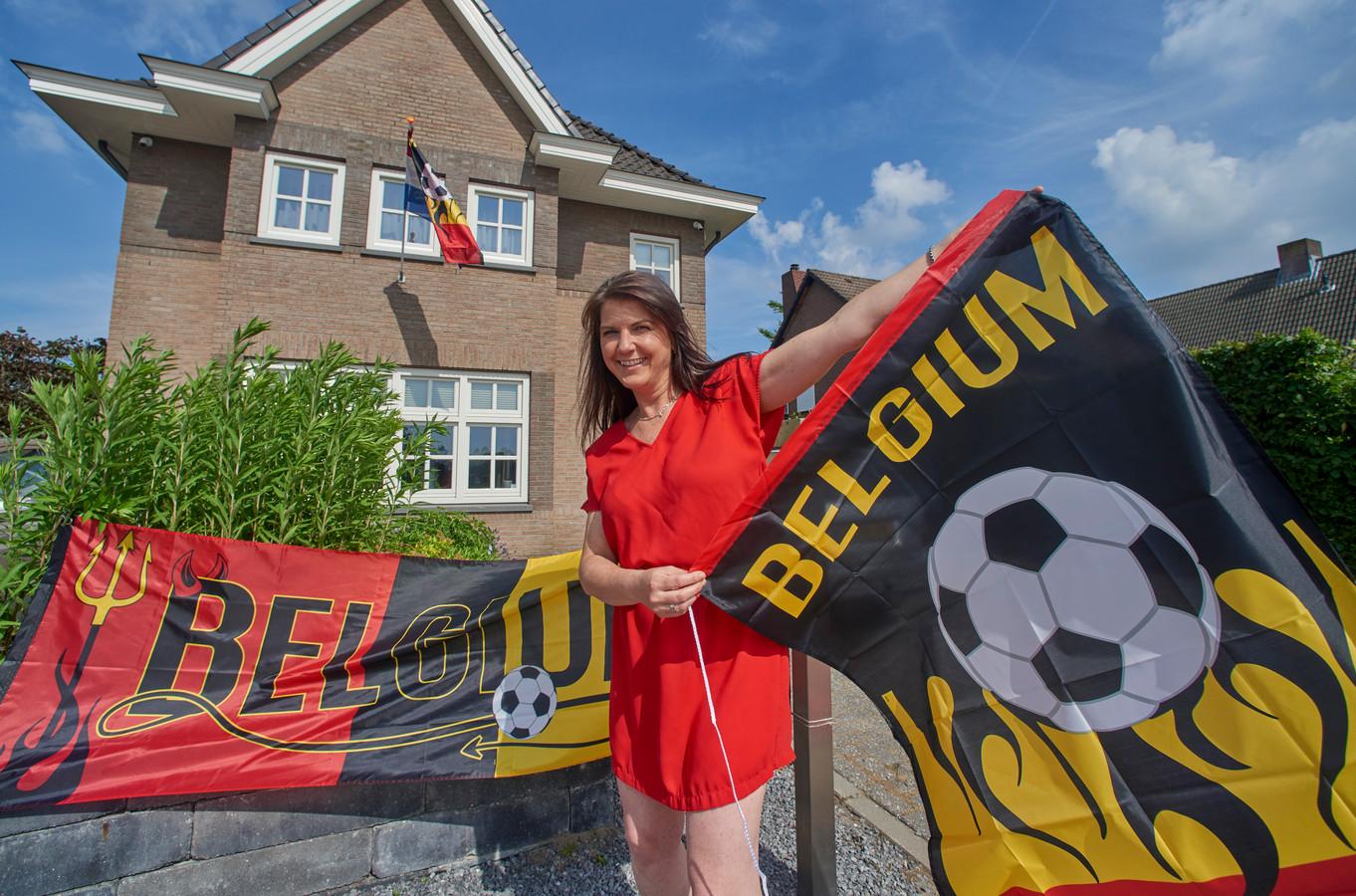 Sophie Verschoore uit Berghem heeft  Belgische vlaggen aan haar huis hangen. Ze is supporter van het Belgisch elftal.