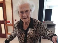 Tonny (102) is 'te gezond voor coronaprik', huisarts laat hoogbejaarde in verwarring achter