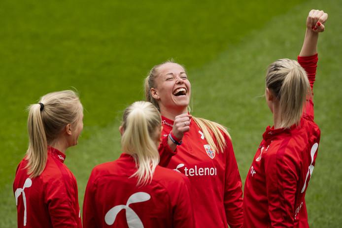 De Noorse speelsters Amalie Vevle Eikeland, Karina Saevik, Therese Sessy Asland en Stine Hovland.