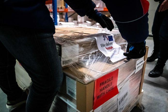 De eerste levering Janssen-vaccins arriveerde maandag in Oss.