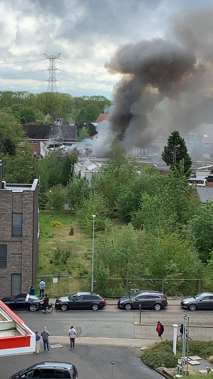 De brandweer was snel ter plaatse en heeft het vuur onder controle.