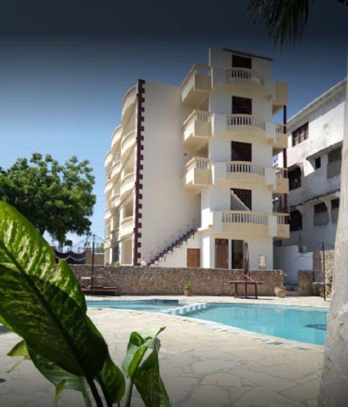 Het appartementencomplex 'Roco' in de buitenwijk Shanzu bij Mombasa.