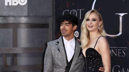 Een Elvis-imitator en cowboyhoeden: ook Joe Jonas en Sophie Turner stappen stiekem in het huwelijksbootje in Las Vegas
