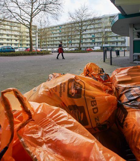 Aanpak overlast afval flatwijk is hele kluif voor gemeente Uden: drie kuub rotzooi per week