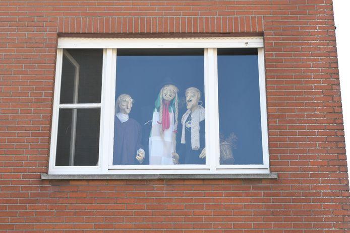 Ondanks de afgelasting van de heksenstoet, hangt er een heksensfeertje in de straten van Beselare. Zoals in de Oude Kortrijkstraat