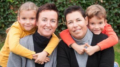 """Echtgenote overleden juf Joke verkoopt kalenders voor De Warmste Week: """"Ze maakte die elk jaar, met foto's van ons gezin. Dit is mijn belofte aan haar"""""""