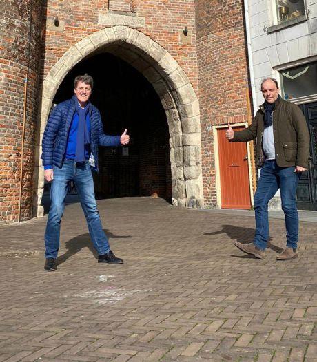Burgemeester van Emmen test positief op corona na bezoek aan bevriende Zwolse burgemeester