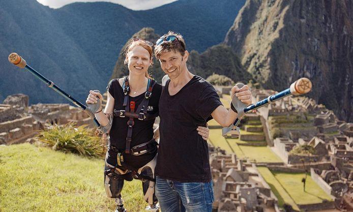 Hannelore Vens, de moedige vrouw die twee beenprotheses, beklom samen met Koen Wauters de Machu Picchu-berg in het VTM-programma 'Over Winnaars'.