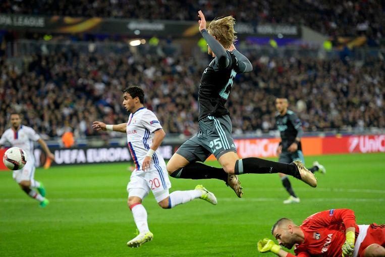 Kasper Dolberg van Ajax scoort de 1-0 Beeld null