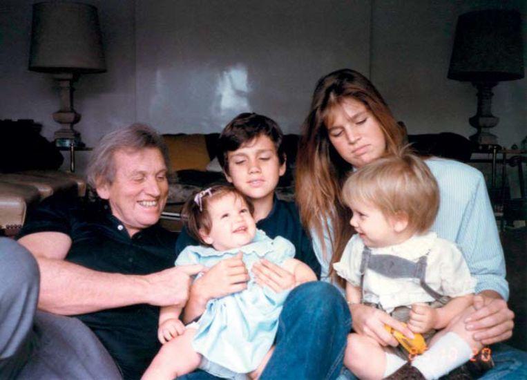 Jorge Zorreguieta met zijn kinderen Inés, Martín, Máxima en Juan, 1985. Uit Máxima Zorreguieta, Moederland. Beeld