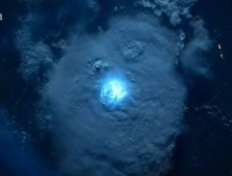 Zo indrukwekkend zien 7 seconden onweer eruit vanuit de ruimte