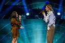 Duet van Hanin en Maan  tijdens het 5 mei-concert vanuit Koninklijk Theater Carré.