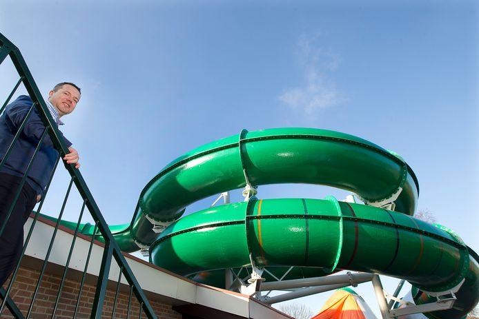 Edwin Bomers van Marveld Recreatie bij de glijbaan van het zwembad.