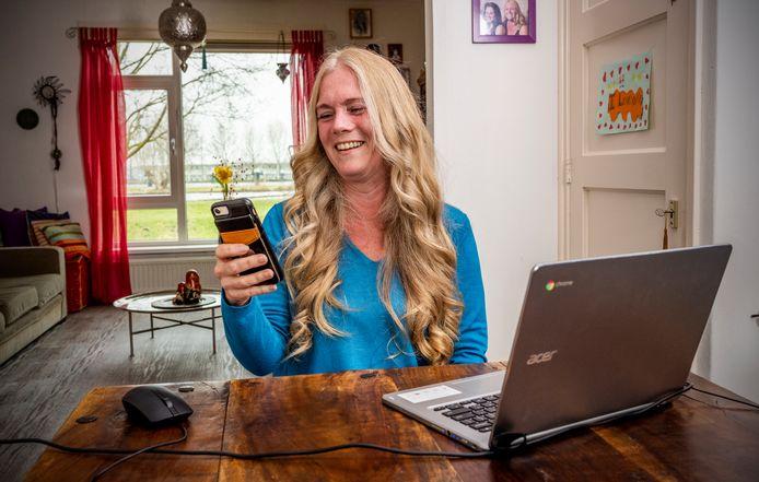 Debby Slierendrecht uit Gouda. Ze heeft een video-cv gemaakt omdat ze een baan zoekt in de administratie.