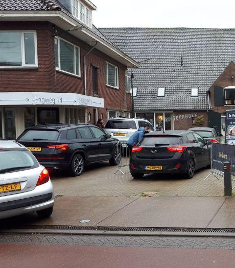 Vier huizen te koop in Driebergen, liefst 180 mensen nemen via drivethru met koffie en koek een kijkje