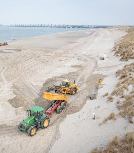En wéér wordt het Banjaardstrand opgehoogd; 'Zonder strand zouden er niet zoveel toeristen komen'