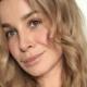 Victoria Koblenko schittert op feestje, maar lijkt één kledingstuk te zijn vergeten
