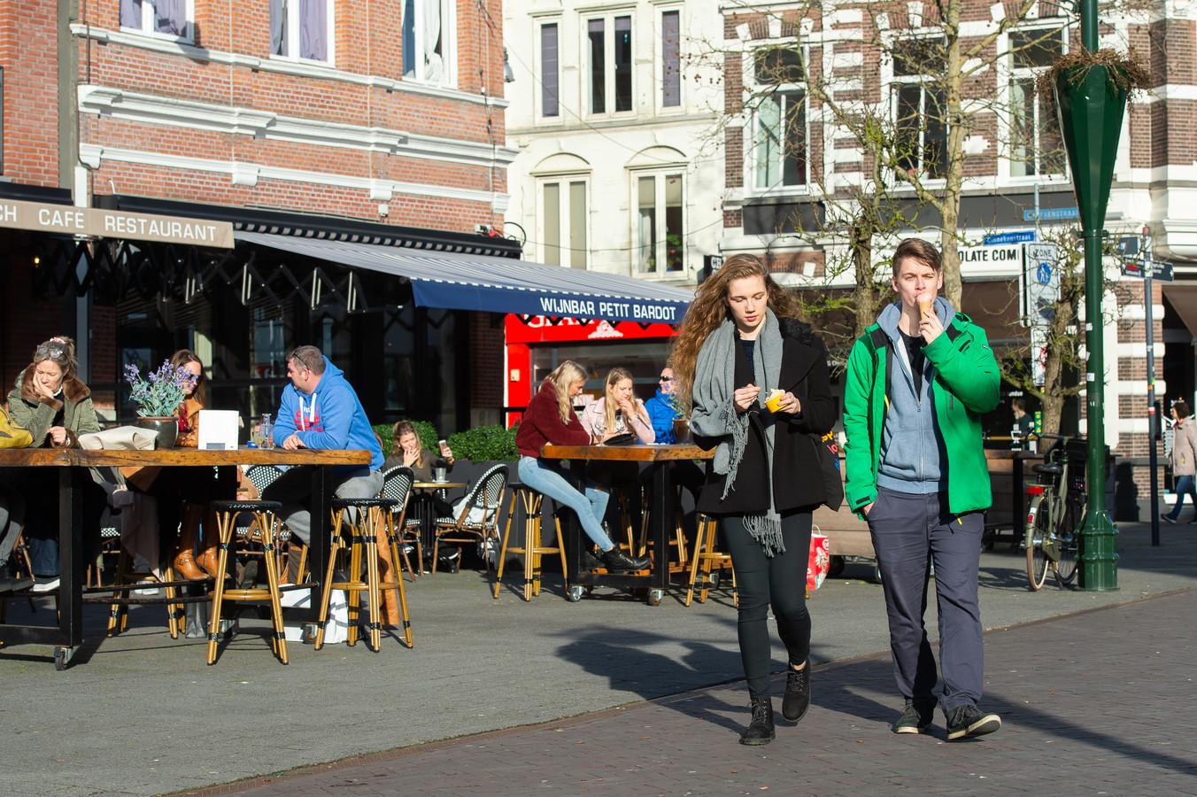 In Breda was het op 14 februari vorig jaar goed toeven op het terras. Dat zit er door corona dit jaar helaas niet in.