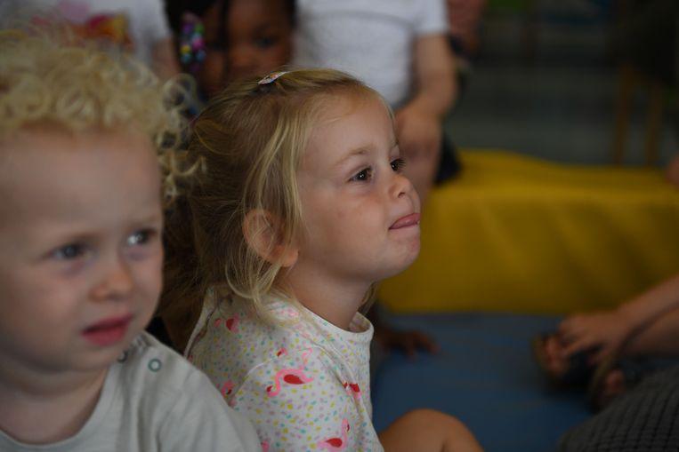 Het ene kindje kon er al beter de aandacht bijhouden dan het andere.