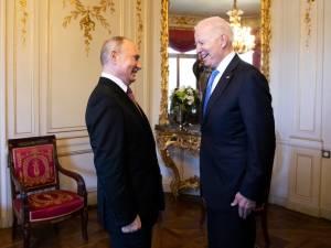 """Biden: """"Poutine ne cherche pas une Guerre froide avec les États-Unis"""""""