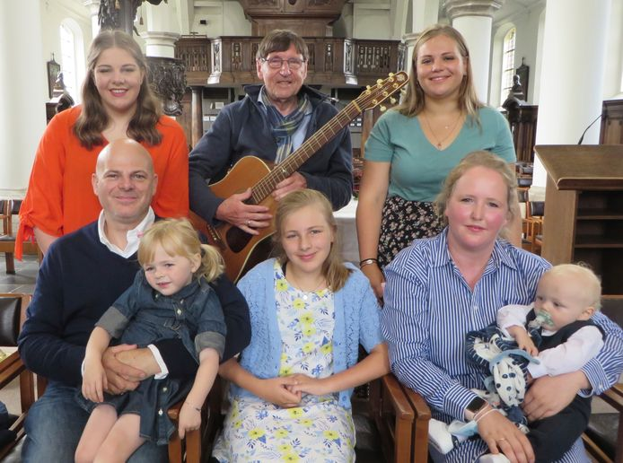Fik met de 1.000ste dopeling Mattijn en zijn zussen.