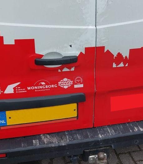 Drie bedrijfsbussen volledig leeggeroofd in Lichtenvoorde: duizenden euro's schade