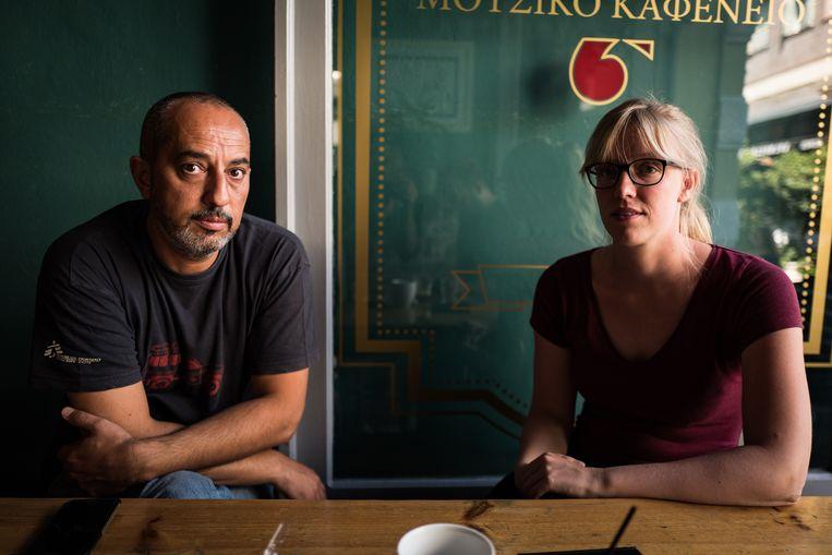 Ihab Abassi en Caroline Willemen van Artsen zonder Grenzen op Lesbos. Beeld Zolin Nicola