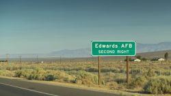 Amerikaanse voor dood achtergelaten in woestijn na ontvoering door een vader en dochter