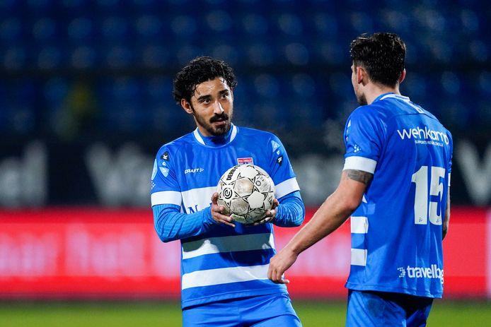 PEC-spits Reza Ghoochannejhad mag de wedstrijdbal houden. Hij scoorde vrijdag tegen Willem II (3-1) opnieuw een hattrick.