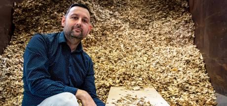 Dit bedrijf maakt keramiek van houtsnippers: 'Milieuvriendelijk, en er komt geen oven aan te pas'