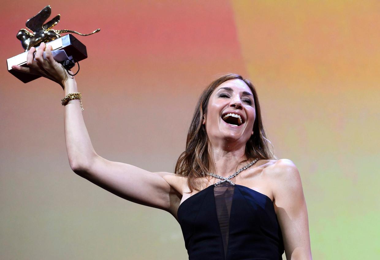 Audrey Diwan won de Gouden Leeuw op het Filmfestival van Ventië, voor haar film 'L'évenement'.  Beeld EPA