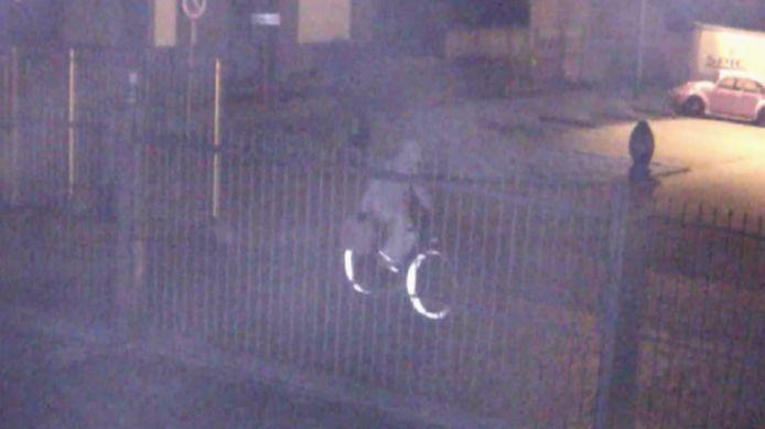 Om 3.23 uur rijdt de verdachte voorbij de schoolpoort van Sint-Lambertus.
