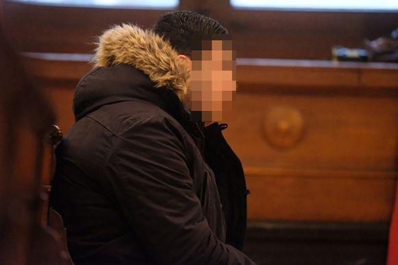 Volgens het parket is Mohamed E.B. duidelijk te herkennen op camerabeelden terwijl hij een winkel plundert.
