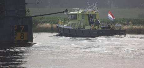 Maas bereikt in Gelderland en Brabant hoogste punt ooit, evacuatie niet nodig, dijkbewaking ingesteld
