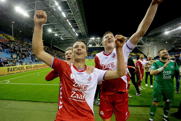 Lukas Gortler en Emil Bergstrom vieren de plaatsing voor de Europa League.
