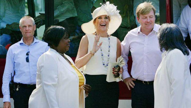 Koningin Máxima en koning Willem-Alexander gisteren in Willemstad. Beeld anp