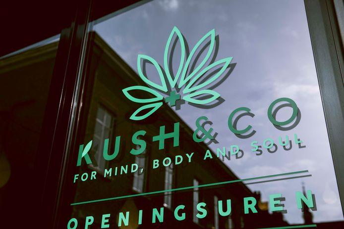 De 'cannabisshop' Kush&Co moest begin februari noodgedwongen sluiten, maar mag nu weer klanten ontvangen.