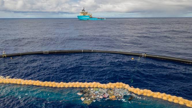 """Verbeterde plasticvanger The Ocean Cleanup wérkt: """"Zelfs miniscule stukjes worden verzameld"""""""