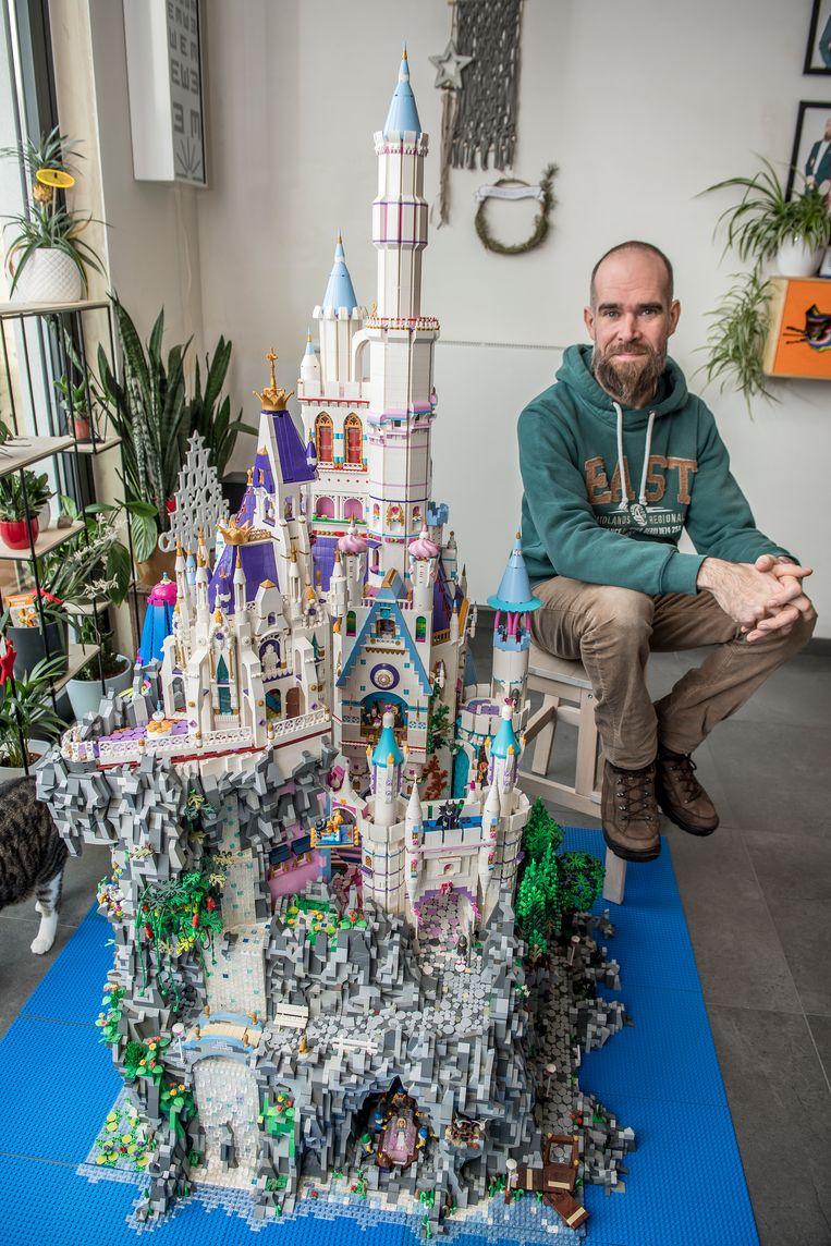 Giovanni werkte vijf jaar aan zijn Lego-sprookjeskasteel.
