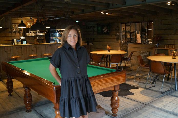Sandrina Dos Santos Gomez van Maison Coton in Lichtervelde in 'Café Coton'.