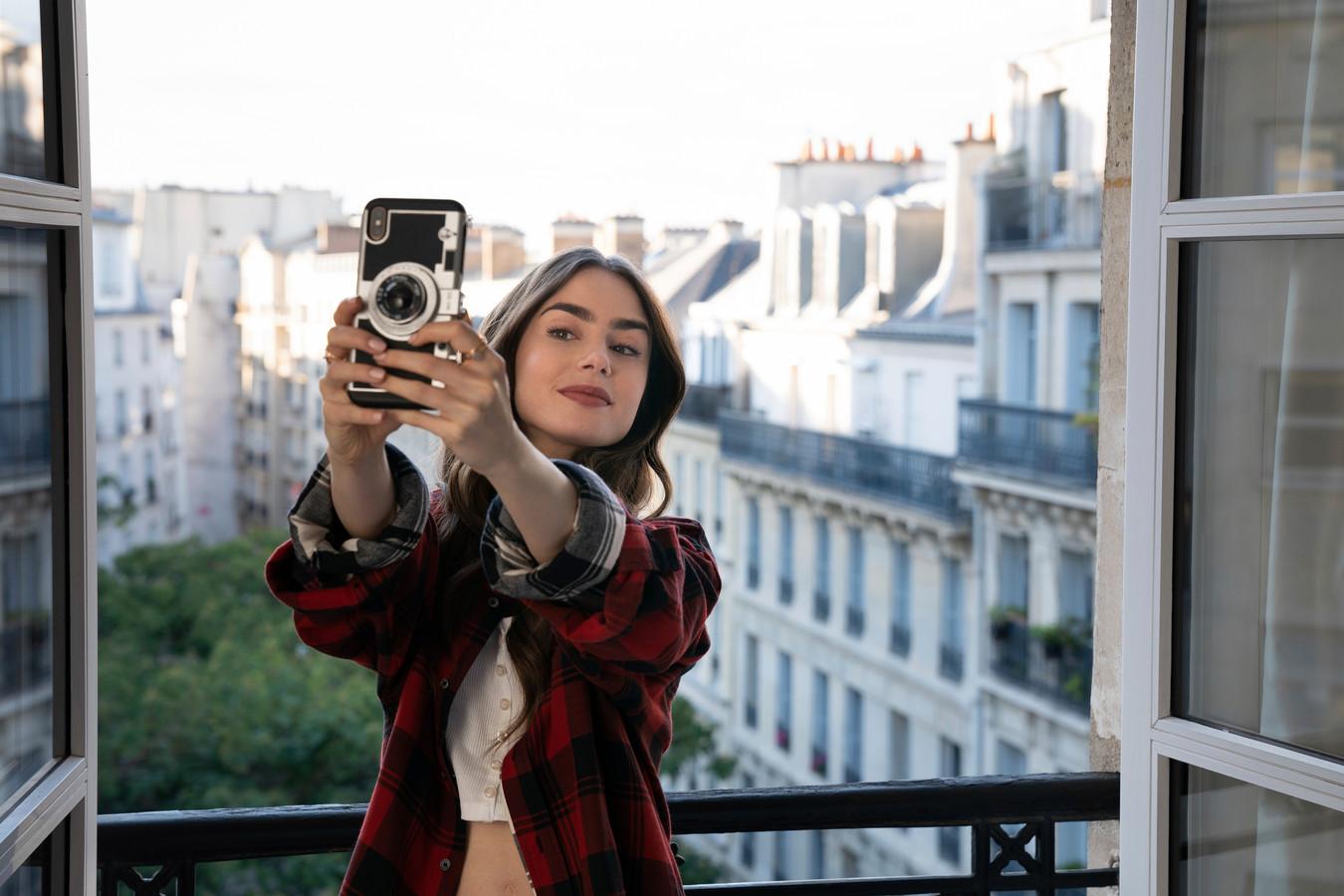Lily Collins is de ster van 'Emily In Paris'