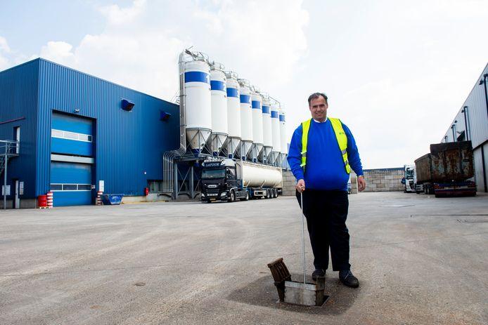 Peter Daalder van Daly Plastics doet er alles aan om vervuiling van de omgeving met plastic korrels tegen te gaan.