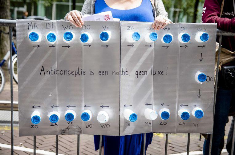 Actievoerders bij het ministerie van volksgezondheid wilden in de zomer van 2019 de anticonceptiepil terug in de basisdekking van de zorgverzekering.  Beeld ANP