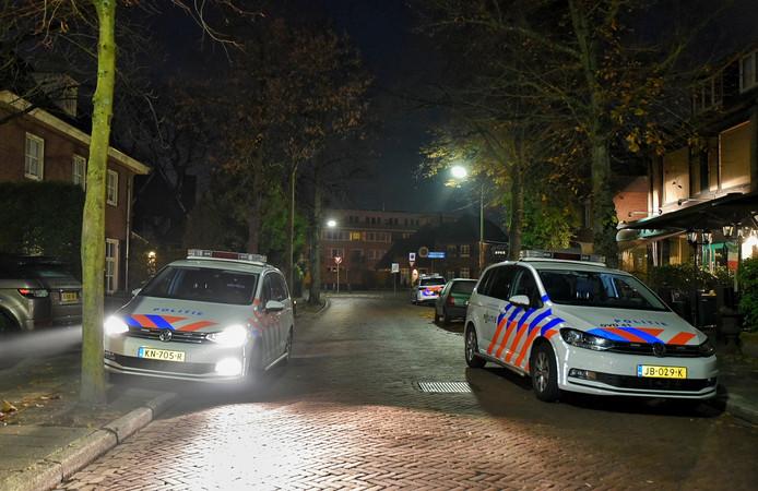 De politie is ter plaatse na de overval op een woning aan de Scheepersdijk in Oisterwijk.