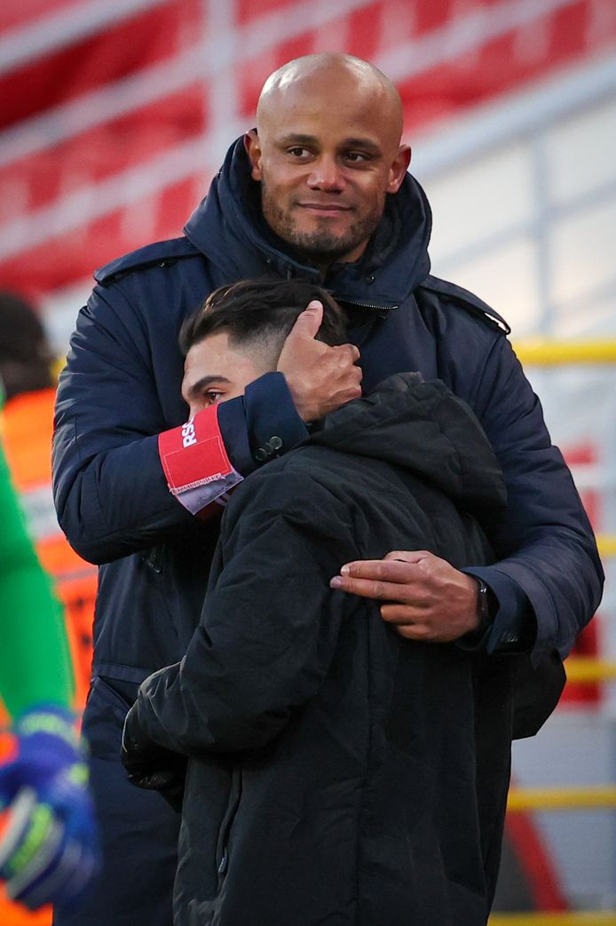 Anderlecht-coach Vincent Kompany met  Anouar Ait El Hadj.