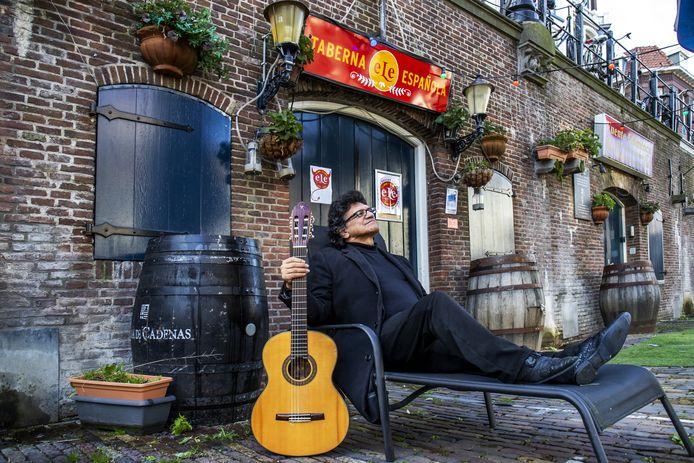 Fermin Miranda Caceres, eigenaar van restaurant eLe Tapas aan de Utrechtse Oudegracht.