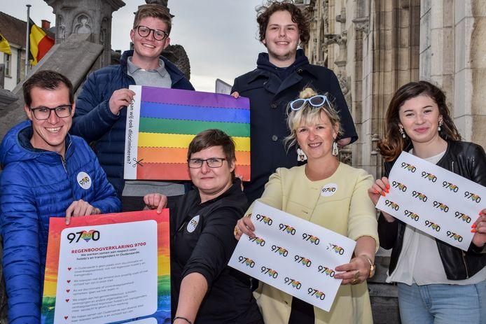 De initiatiefnemers van de Regenboogverklaring hopen zoveel mogelijk mensen warm te krijgen om tegen discriminatie te strijden.