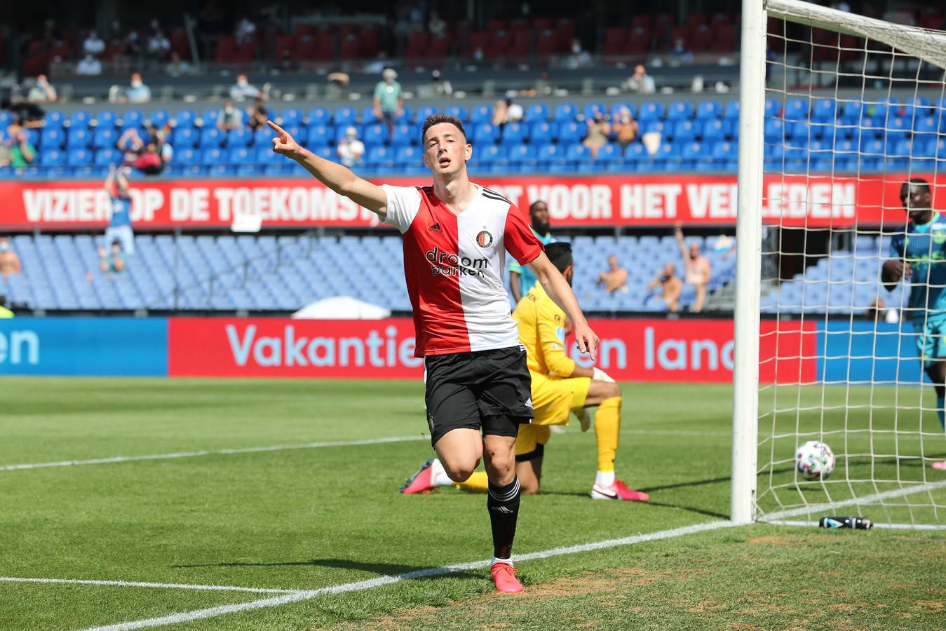 Robert Bozenik juicht na de 1-0 van Feyenoord tijdens de eerste oefenwedstrijd ter voorbereiding op het nieuwe voetbalseizoen tegen Sparta.